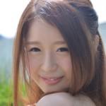 恥じらう姿がたまらない!はにかみ笑顔がかわいい綾原まいちゃんの初ヌード画像21枚